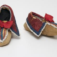 <a href='http://collection.spencerart.ku.edu/eMuseumPlus?service=ExternalInterface&module=collection&objectId=38131&viewType=detailView' target='_blank'><i>pair of child's beaded moccasins</i> by Osage peoples</a>